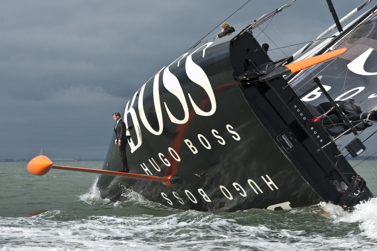 Reclama HUGO BOSS cu Alex Thomson Racing pe un iaht
